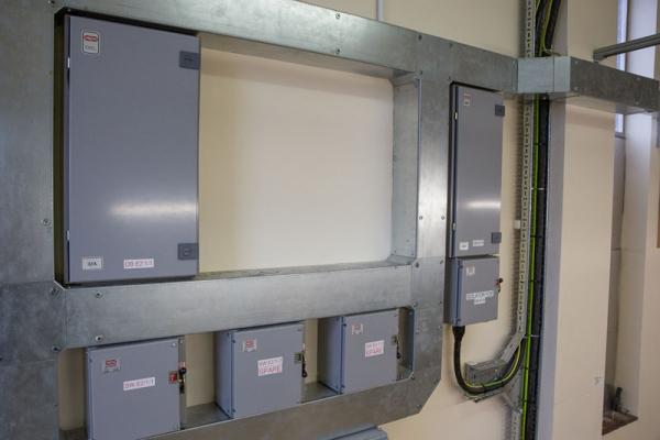 switchgear-photo96027DF1-70C7-E0E0-B308-7FC5E4B3631D.jpg
