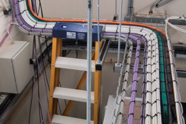 data-cabling-on-containmentA7501C4B-DB0F-6588-F6B4-9A1F6FD8A8B1.jpg